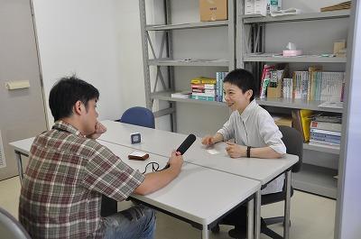 FMくらしきさんに取材を受ける箕口先生