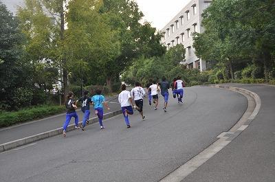 坂道を走る練習風景