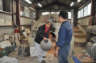 窯詰め作業の様子