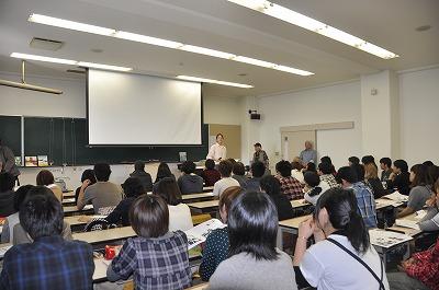満席の講義室