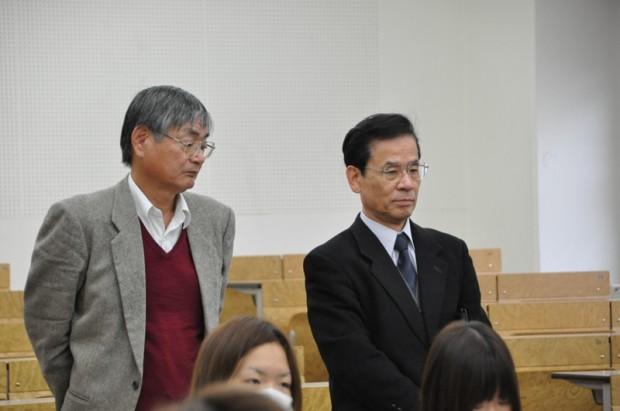 藤原副学長と生命科学部長宮野先生