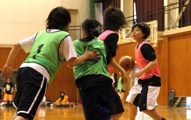 女子バスケットボール部の練習風景