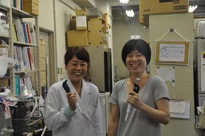 実験補助 池田 志織 さん(右) 実験補助 内藤 佐和 さん(左)