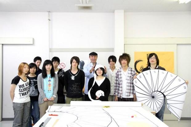 カスパー・シュワーベ先生と学生さん集合写真