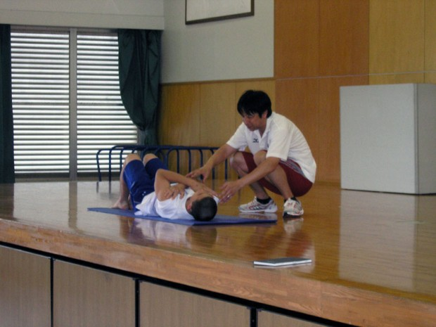 体幹トレーニングを山野先生が指導