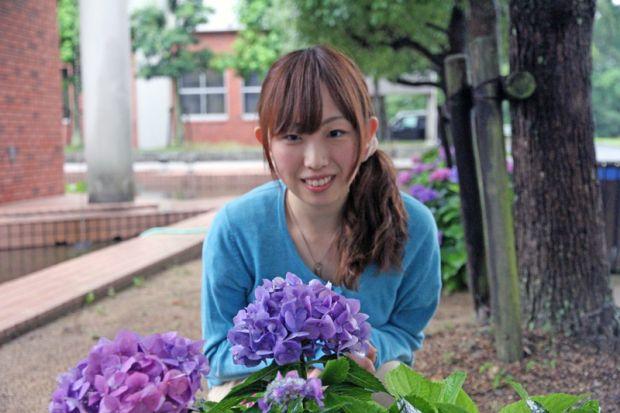 紫陽花と学生さん