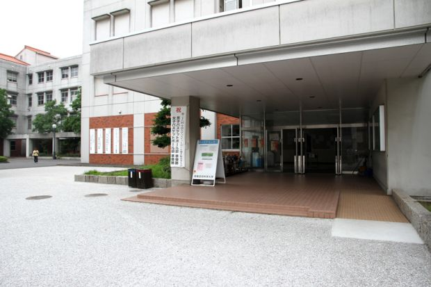 2号館入口南側
