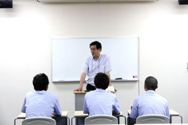 サービス業についてお話をする中原宏志氏