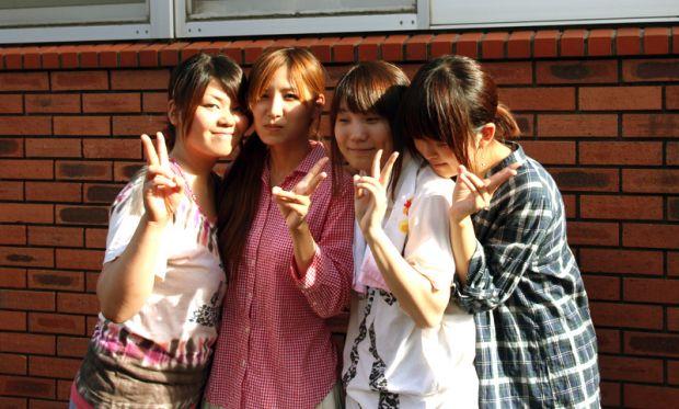 4人の女子学生