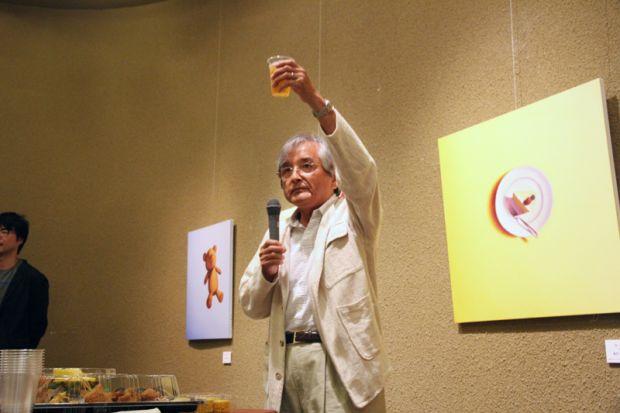 乾杯の挨拶をする田村先生