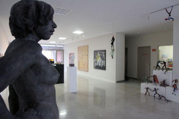 芸術学部展示スペース「ZONE」