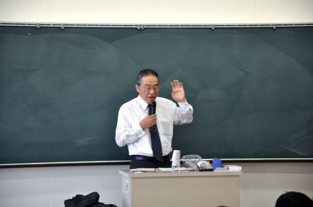 甲元孝朋氏