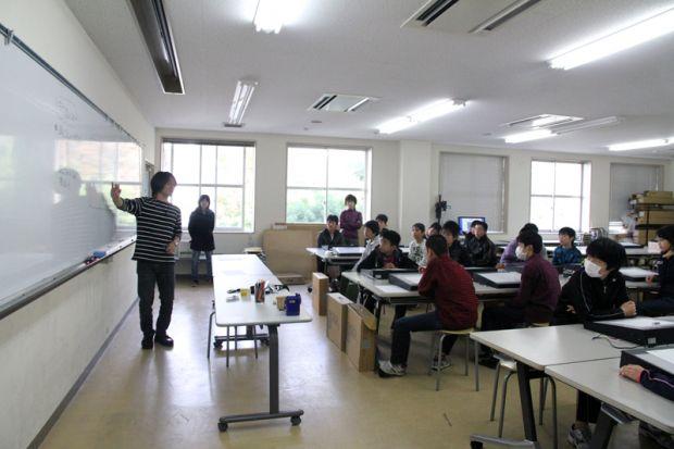 アニメーションの講義をする中川先生