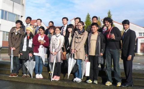 アジア7ヶ国の弁論大会出場者が本学に訪れました。