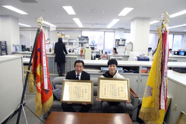 文部科学大臣賞と内閣総理大臣賞W受賞した大天太貴さん(右)