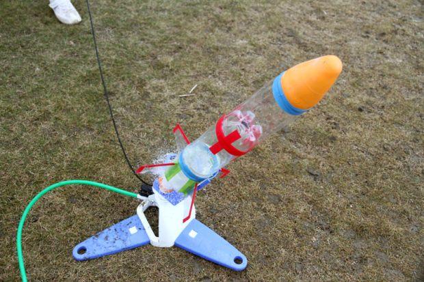 ペットボトルロケット発射台