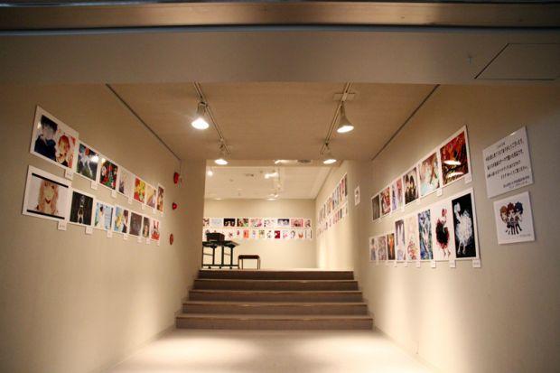 「大アニメ展〜観る・触る・作る・描く〜」廊下の展示作品