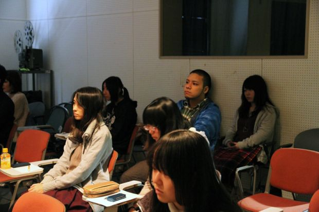 講座を聴講する学生