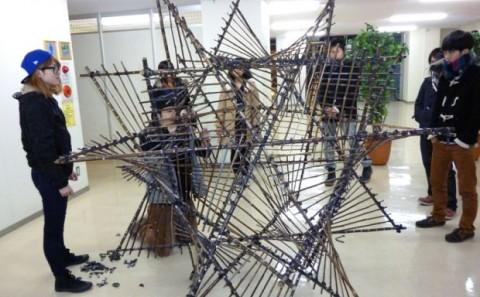 教養科目「倉敷まちづくり実践論」にて竹のオブジェを制作・展示