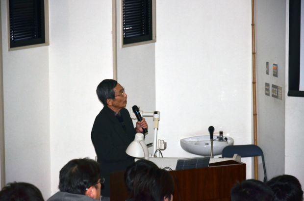 講義中の浜田教授