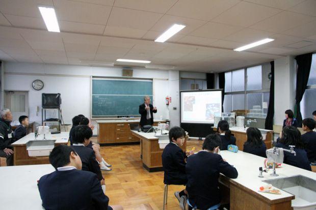 大塚雅広先生出張講義ドクターフィッシュを体験しよう