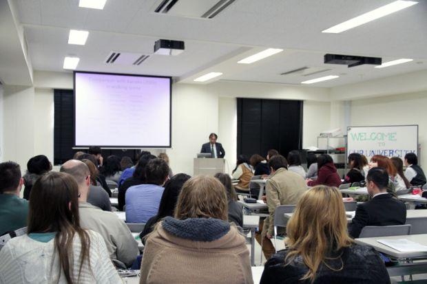 講義を受講する米国フィンドリー大学研修団