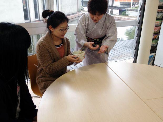 日本茶道の作法等を体験