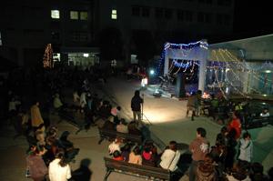 学友会企画の「クリスマスイルミネーション」点灯式開催