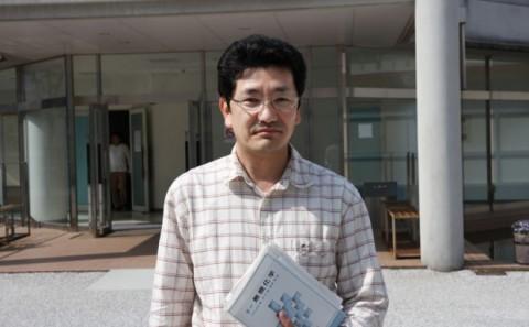 生命科学科 仲 教授がケイ素を含む蛍光発光する新たな物質を発見。
