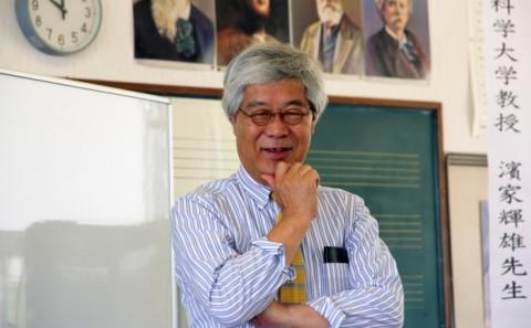 濱家教授が小学校で講演会を行いました。
