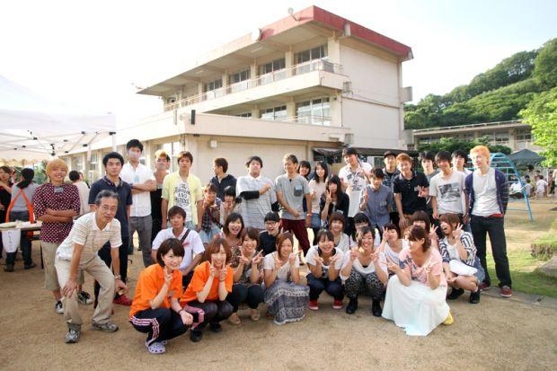 倉敷市立霞ヶ丘小学校での集合写真