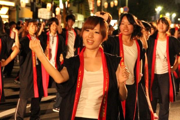 笑顔の女学生