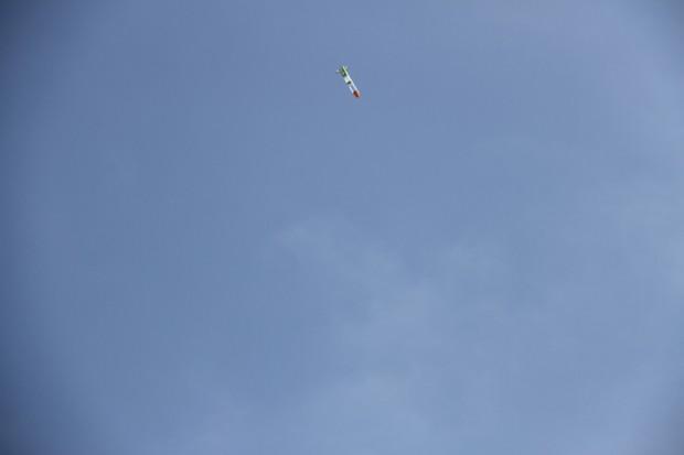 青空とペットボトルロケット