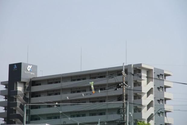 建物とペットボトルロケット