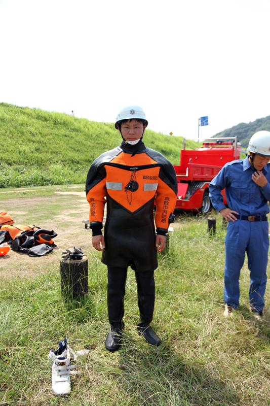 ウェットスーツを着た安村さん