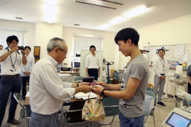 田中刑事さん金メダルを報告