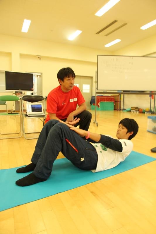 体幹トレーニングを指導