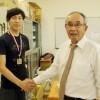 田中刑事さんとスケート部顧問の川上雅之先生