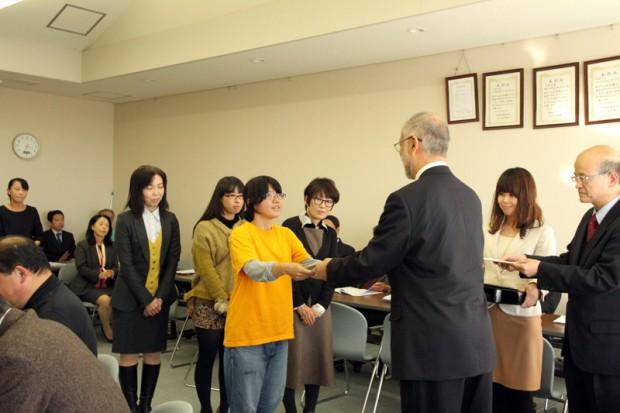 表彰を受ける学生