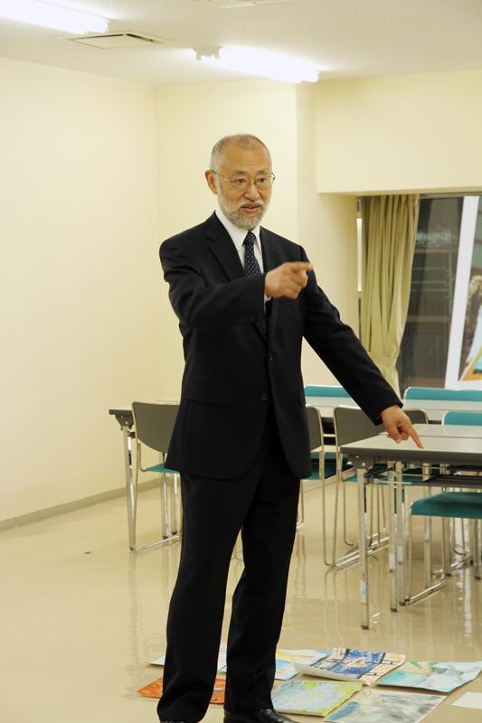 審査をする唐木英明学長