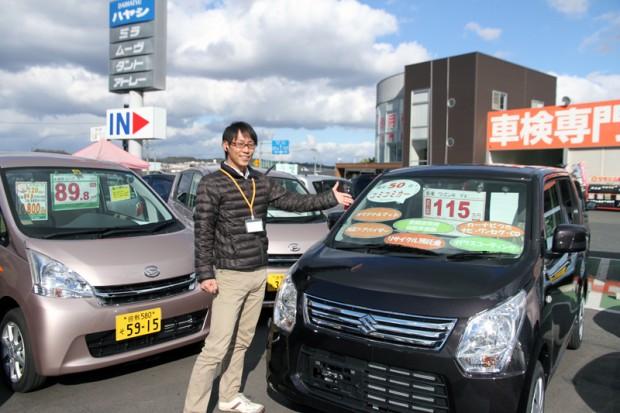 軽自動車を紹介する宍戸健太さん