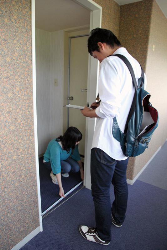 ドアのサイズを測る