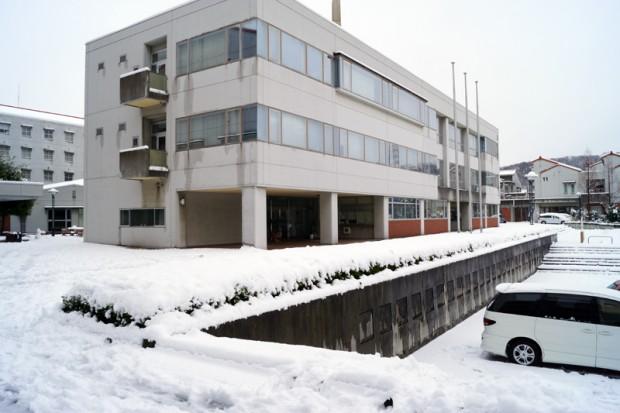 雪が積もった3号館