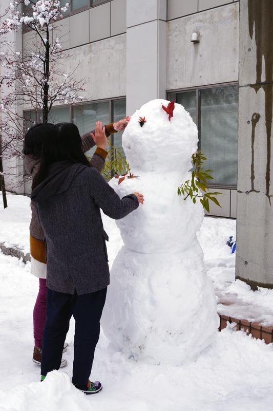 雪だるまの顔を作成中