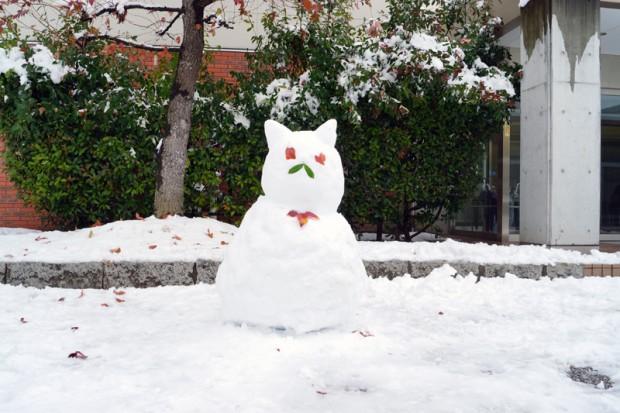 猫耳の雪だるま