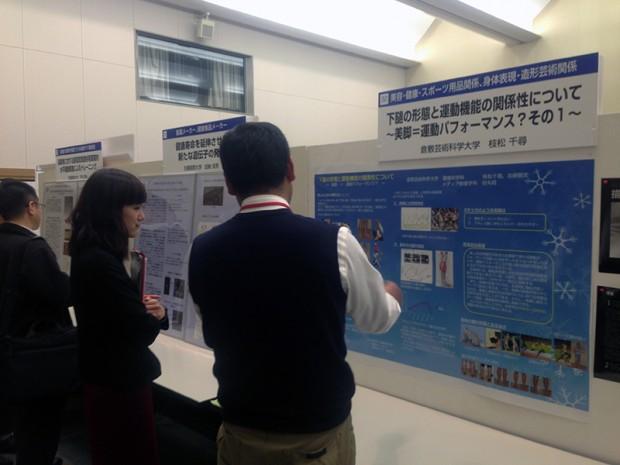 発表内容を説明する枝松先生