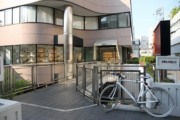 菅原工芸硝子株式会社青山店