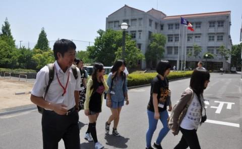 台湾の致理技術学院の訪日研修団の皆さんが学内見学に来られました