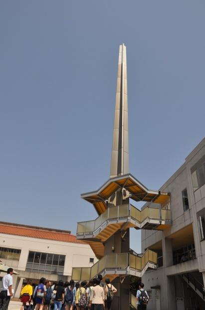 チタンの塔