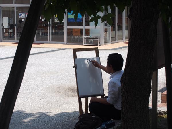 絵を描く男子高校生